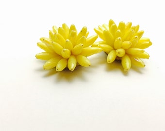 Vintage yellow Flower clip on Earrings, gold Tone, Clearance sale, Item No. B712