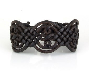 Special braided leather bracelet with toggle closure (SZA05)