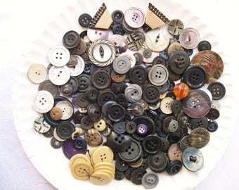 Vintage Mixed Colors 207 pc BUTTON LOT  Mixed Media Art Craft Sewing Clothing