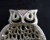 Vintage metal Owl Shaped tray footed jewelry ring bracelet holder soap dish dresser tray trinket tray Retro groovy Gold Tone 1970's-1980's