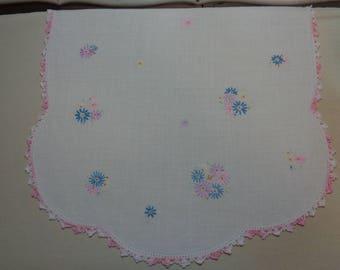 Beautiful Embroidered -Vintage Dresser Scarf- Set -Vintage Linens