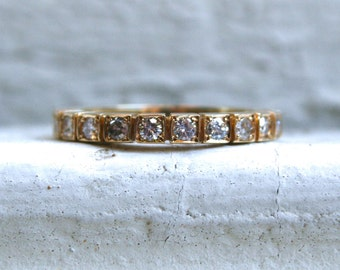 Gorgeous Vintage 18K Yellow Gold Pave Diamond Wedding Band - 0.30ct.