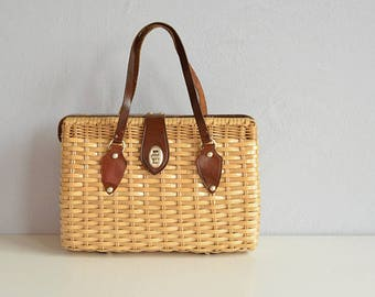 Vintage Wicker Handbag / 1960s Natural Woven Straw Basket Bag with Leather Handle