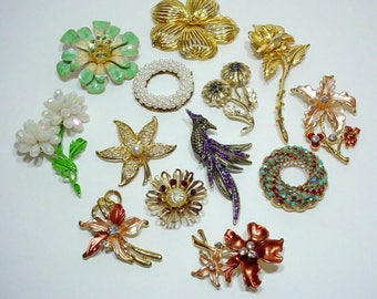 Large Vintage Brooch Lot, Destash Old Jewelry, Lot of Brooches, Repurpose, Upcycle