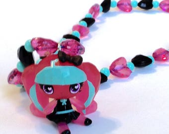 Draculaura - Monster High Vampire Girl Doll Necklace with Black and Pink Heart Jewels and Mint Beads