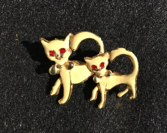 Mom and baby cat brooch pin