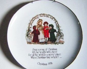 30% Off Storewide 1974 Holly Hobbie Commemorative Edition Christmas Plate With Carolers With Hanger