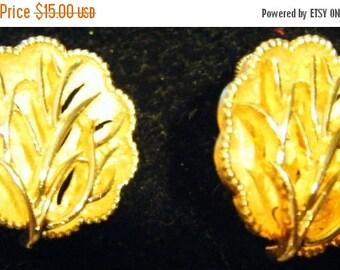 30% Off Storewide Stunning Pair of Vintage Coro Gold Dimensional Tree-Like Earrings