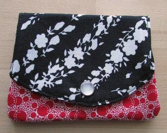 Wallet with three pockets made of bingo fabric with black mini dot pockets
