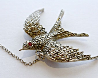 Lovely Vintage Art Deco Sterling Silver Marcasite  Encrusted Swallow In Flight Bird Brooch Safety Chain