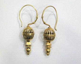 Vintage antique ethnic tribal handmade solid 18K Gold jewelry earring pair india