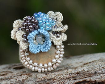 Cream - blue crochet ring