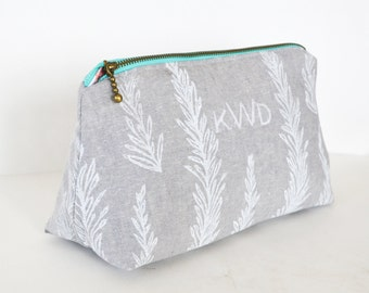 Custom makeup bag, bridesmaid gift, monogram bag,personalized makeup bag, cosmetic bag, make up bag, hand printed, personalized cosmetic bag