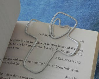 Day planner clip, Personalized Wire cross Bookmark with heart... shaped wire -- hammered and hand stamped with name
