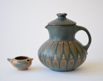 Dybdahl Denmark - jug / pitcher with lid - feather decor - ornament - green blue - Danish mid century pottery