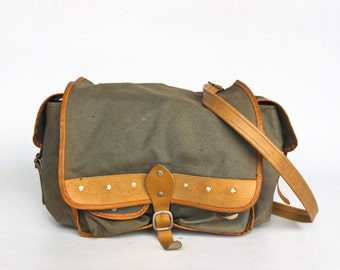 Vintage  Canvas Crossbody Messenger Bag / Handbag / Student Bag /  Shoulder Strap / Army Green /  60's Yugoslavia