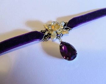Deep Purple VELVET choker with rose and SWAROVSKI crystal - victorian - lolita - pretty - gothic