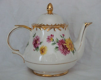 Vintage Arthur Wood Teapot - #4870 - Chatsworth - England
