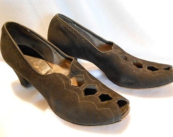 Laird, Schober & Company Black Suede Peep Toe Ladder Pattern Shoes Pumps, c. 1940