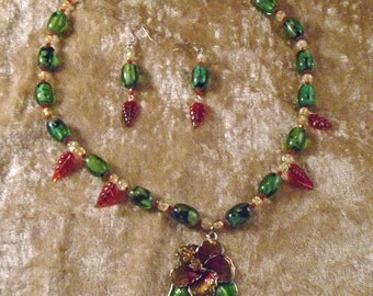 "Hand Crafted Amarilys 18- 21"" Necklace & Pierced Earrings Reds Green Yellow NIB FREE SHIPPING"