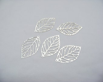 Silver Metal Cut Out Leaves 4833