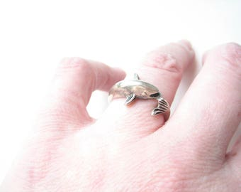 Vintage sterling silver dolphin ring, size 8 silver ring, size 8 dolphin ring, silver ocean animal, silver sea animal, dolphin jewellery