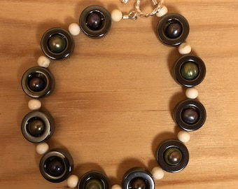 Circle Pearl and Howlite Bracelet