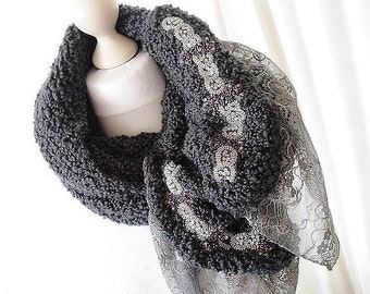 Handgestrickter scarf in grey with lace and Sari embroidery