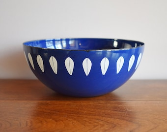 Cathrineholm White on Blue Small Lotus Enamelware Bowl, Catherineholm Norway, 7 Inch 18 cm Scandinavian, Danish Modern, Mid Century Modern