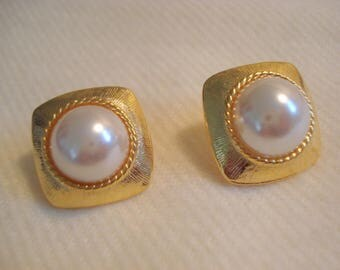 PEARLS Gold Pierced Vintage Earrings A+ Condition #311