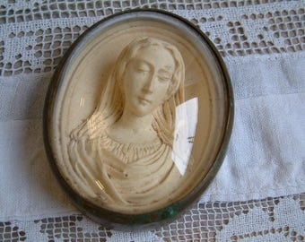 Antique french sleeping Madonna chalkware carving in convex glass frame. Antique Virgin Mary chalkware. Jeanne d'arc living. Antique Madonna