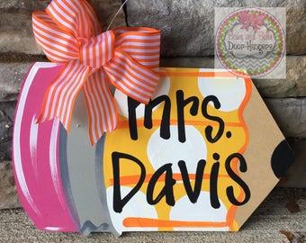 Teacher gift | teacher wreath | teacher appreciation gift | pencil door hanger | teacher classroom sign