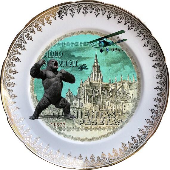 Kingnientas  - King Kong - Vintage Porcelain Plate - #0446