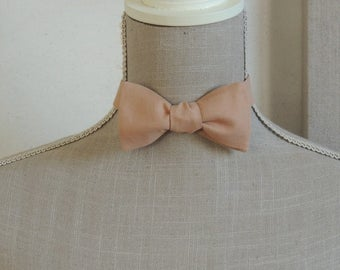Bow tie, to establish yourself. Apricot color.