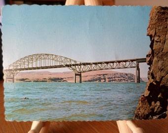 Vantage Bridge crossing the Columbia River near Vantage, Washington