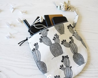 "Round Pouch Black and white graphic ""Ficalinni"" roof pouch Medium"