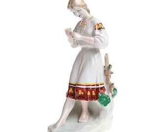 Soviet Porcelain, Sculpture Figurine, Polonsky ZHK,Ukrainian girl with Camomile,  Fortune-telling, divination,