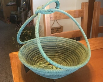 Lariat basket with handle