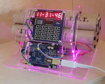 fake BOMB real CLOCK - Unique LED flashing clock with (fake) dynamite