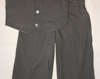 Medium gray baby boy or toddler suit set. Gray boy's suit set in sizes NB through 2T. Gray suit with your choice of bow tie color.