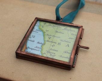 Personalised Hajj Umrah Gift - Vintage Mecca map with Hajj Mubarak in Arabic in hanging metal frame - Islamic Muslim gift