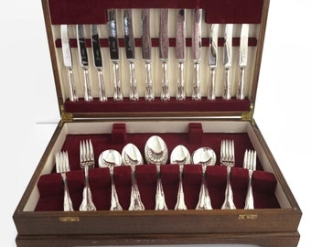Mid 20th century canteen of 38 pieces of silver plated and stainless steel cutlery in wooden presentation box, Paramount, Sheffield
