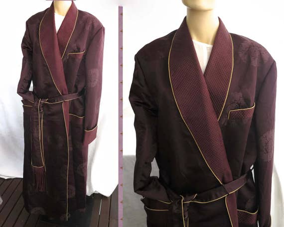 Mid 20th century silk dressing gown / robe for a man, hand tailored, rich burgundy colored brocade with classic Chinese symbols, 1950s / 60s