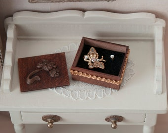Jewelry box in waxed walnut wood with brooch and ring, for dollhouses, scale 1:12. Making handmade .