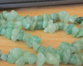 """vintage 36""""endless green stone chip bead in top condition"""