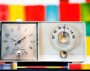 Bluetooth Speaker: 1950's GE General Electric Clock Radio iPod/Android/Mp3 Speaker