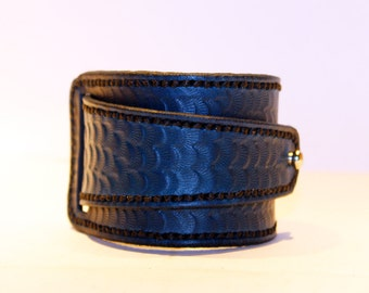 Blue Leather Cuff! Blue Bracelet! Great Gift!Blue Cuff! Very Nice Bracelet!