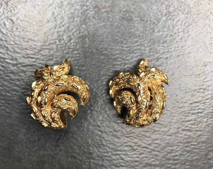 Vintage Estate Trifari Gold Tone Clip On Earring