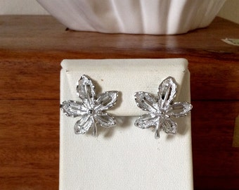 Vintage 1968s signed sarah coventry Ivy earrings