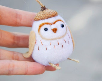 Needle felted owl ornament, Christmas owl ornament, barn owl ornament, white owl, owl miniature, owl figurine, needle felted barn owl